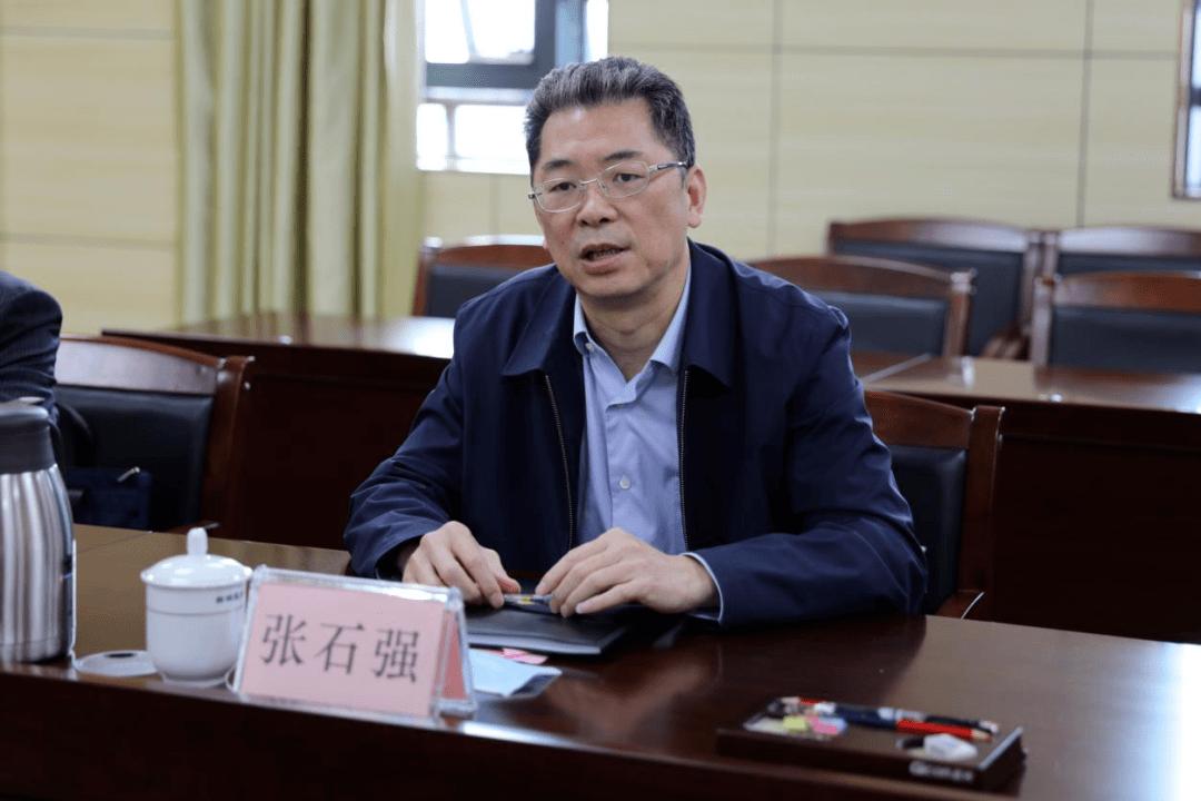 韦江与建设银行广西分行客人座谈