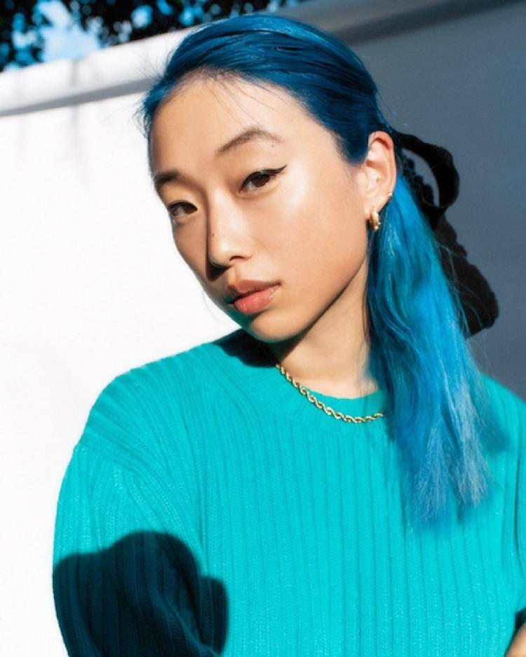 网红起家、代言一线护肤品牌…28岁华裔女孩成125岁顶级时尚杂志最年轻主编
