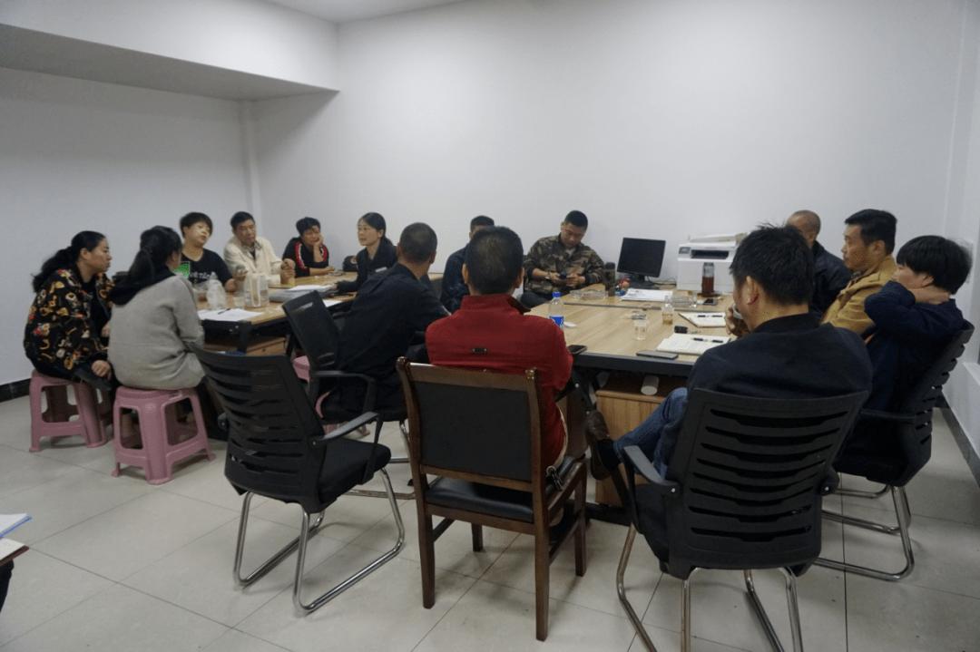通过案例说明了韩中财富广场小区申请住宅专项维修资金整体更换电梯的案例