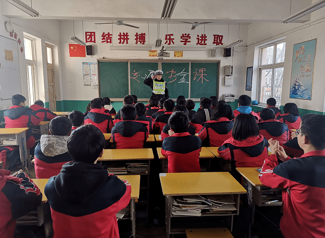 开学季|河南高速交警进校园送孩子交通安全第一课