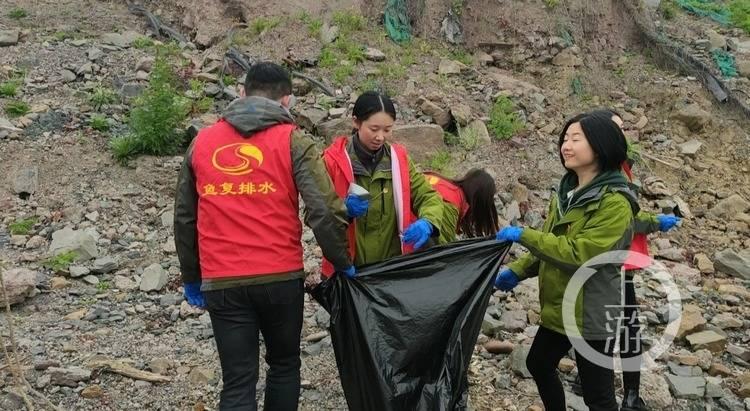 学雷锋日 | 长江边 公园里 来了一群志愿者