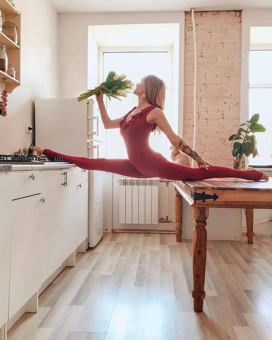 髋部很僵硬难打开?8 个瑜伽体式帮你温柔的开髋!(动图)_双手