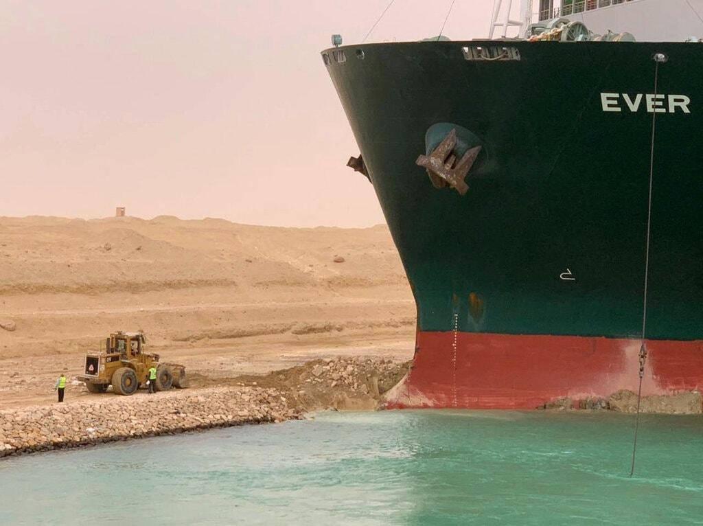 """在""""最坏的地点,最坏的时间点"""" 400米巨轮""""掐断""""世界海运咽喉"""