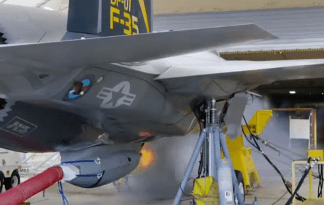 F-35B发射机炮炸伤自己