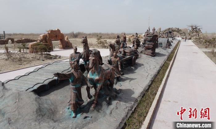 多个大中型雕塑作品可让游人掌握新疆省自古以来就归中央所管