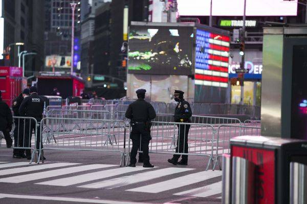 外媒:美国纽约州警员将在一年以内配置便携式监控摄像头