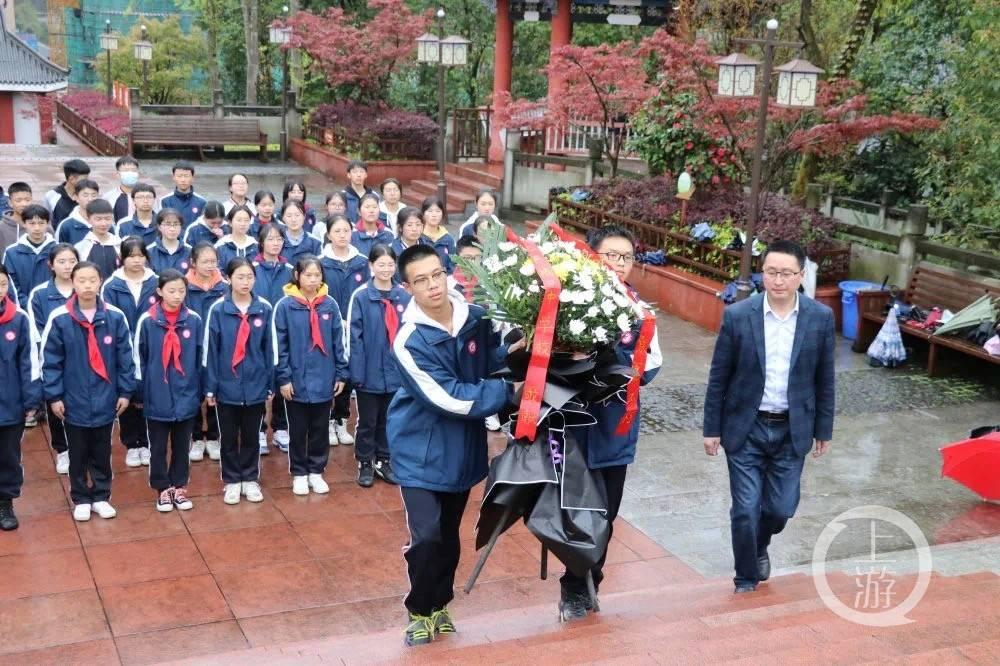 祭英烈 表哀思 重庆中小学生齐上爱国主义教育课