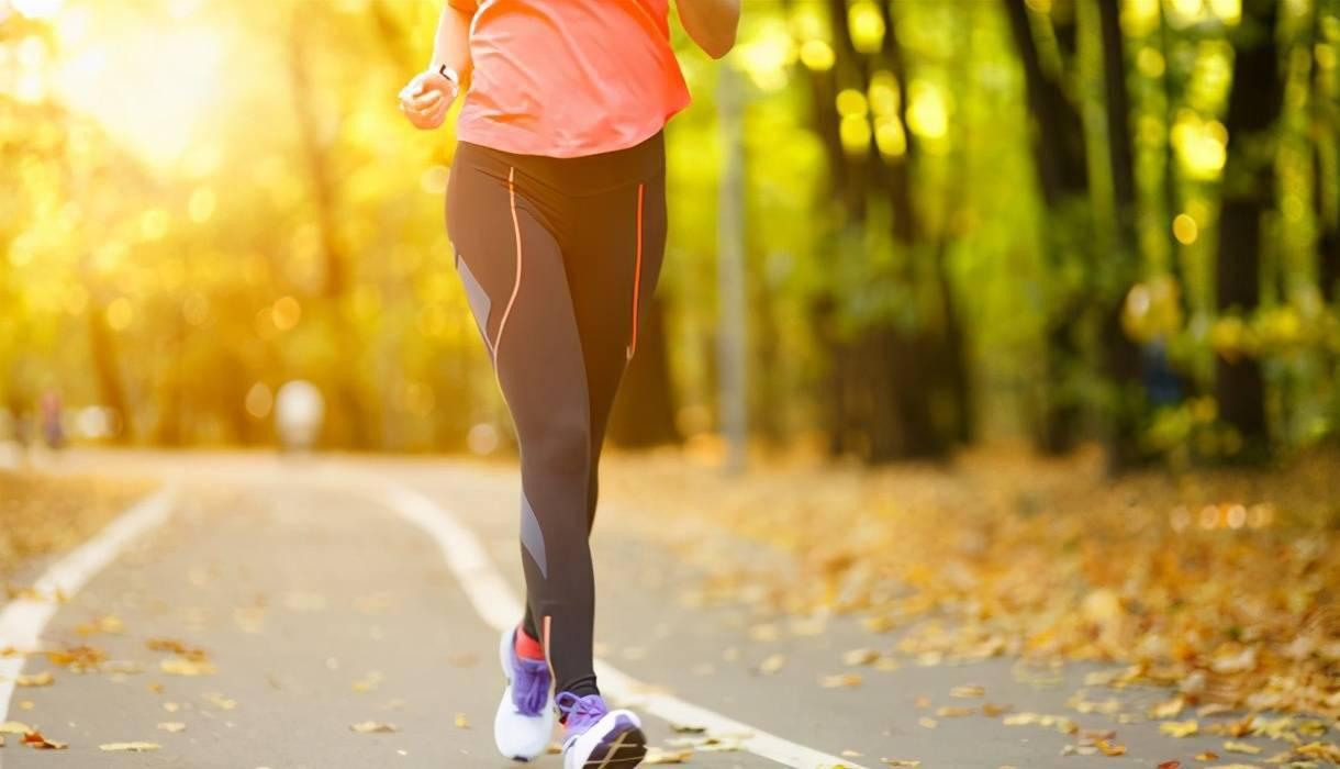 快走训练强度小,没有训练效果吗?每天坚持快走,好处无穷无尽_运动