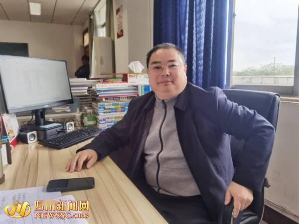 爆红博士黄国平高中班主任回应:他喜欢自学自钻 找老师解答的都是新问题