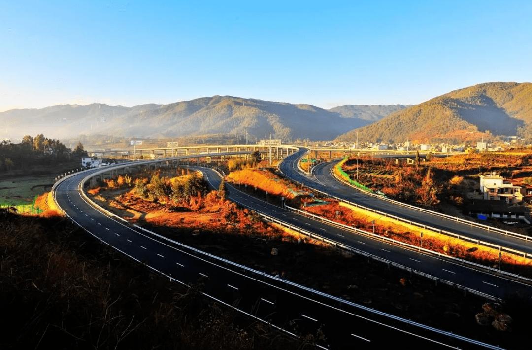 沿着高速看中国!央媒聚焦智慧化丽江古城、拉市海乡村旅游