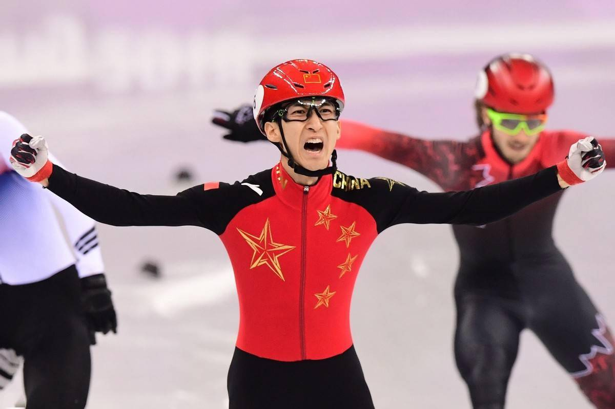 王一博穿冬奥特许国旗款 官宣成为安踏品牌全球首席代言人