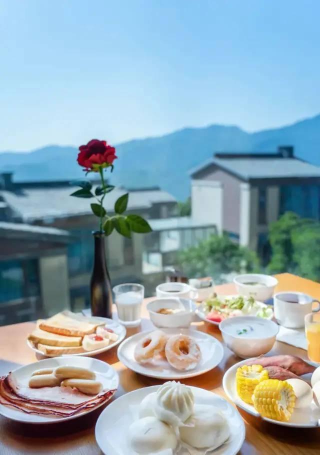 【五一专场】¥1199元广州金叶子温泉度假酒店二期,入住复式双卧套房 ,含独立泡池+自助早餐~睡进40万亩的仙林秘境,私享热汤!
