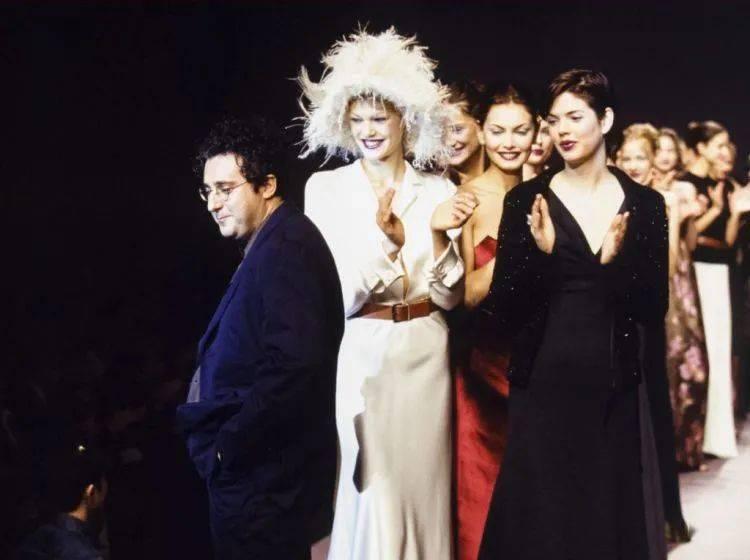 追忆时尚圈内最友善与备受爱戴的设计师 Alber Elbaz 的光辉生涯