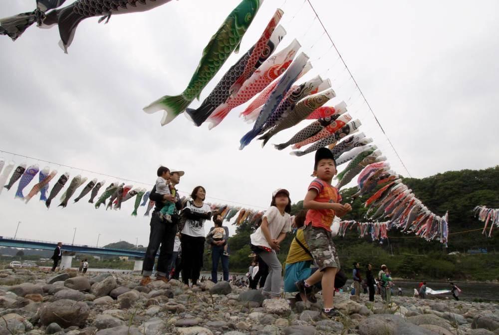 日本人口下降_为了应对人口下降问题,日本欲出台新政策,让女性带孩子上班