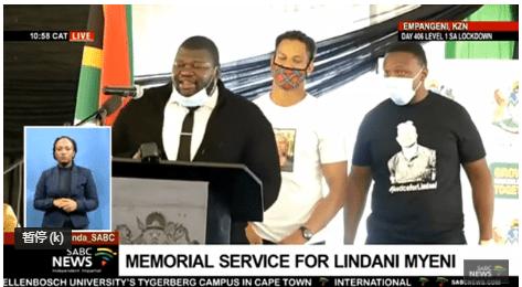南非民众悼念被美国警方误杀的南非橄榄球运动员