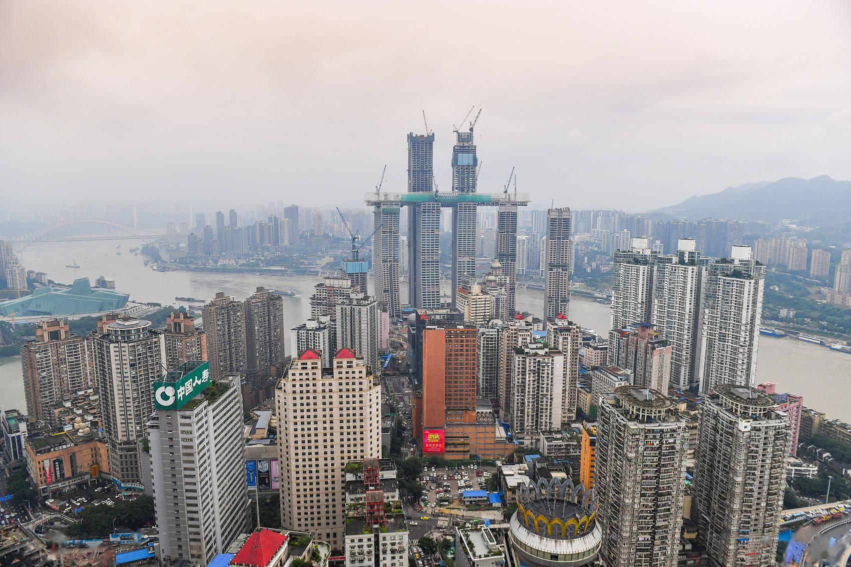 """重庆楼市被""""引爆"""":开发商捂盘惜售 有投资客买下整层楼"""