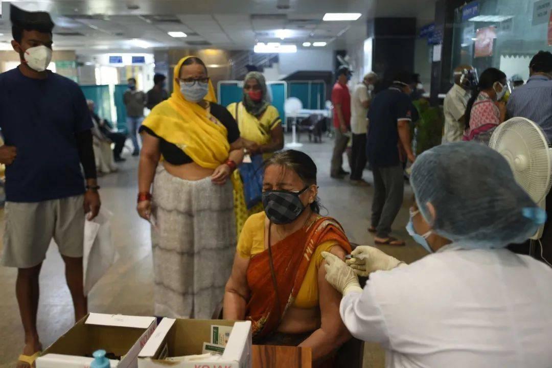 鸿图2注册日增确诊病例仍达10万,印度冒险解封留下三大隐患(图3)
