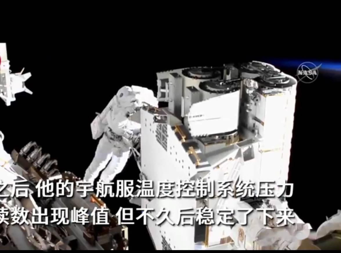 惊险!NASA宇航员在国际空间站外太空行走,宇航服突然出故障...