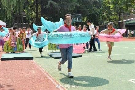 如何有效防止孩子溺水 青岛小学生进行防溺水演练