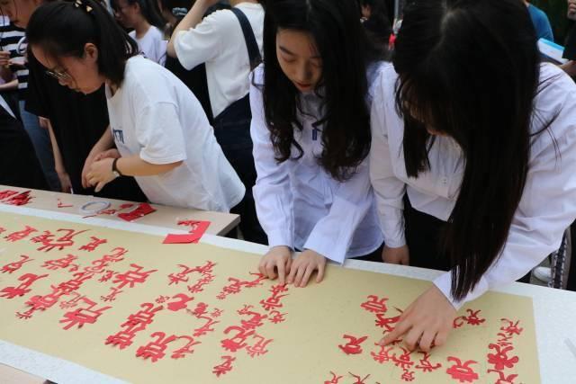"""宁波卫生职院:100名大学生创作100幅""""红色""""剪纸作品 庆祝中国共产党成立100周年"""