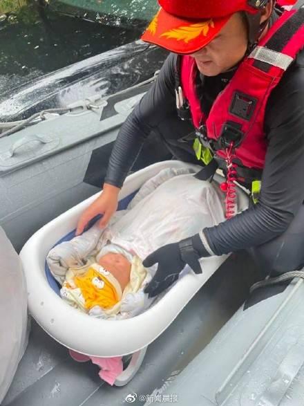 生命呼叫转移!上海救援队护送未满月婴儿疏散