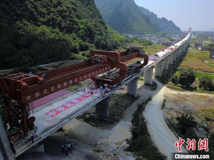 贵南高铁全线最长桥梁竣工 跨越湿地和水源保护区环保零投诉