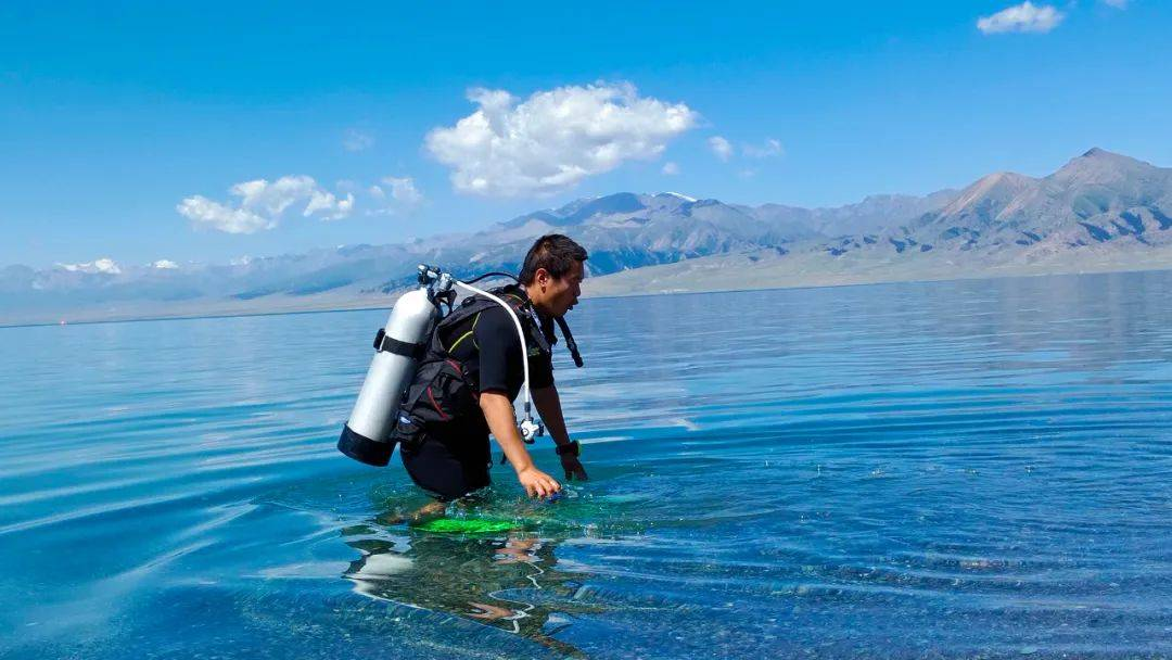 潜水+滑雪,赛里木湖景区又有新玩法!