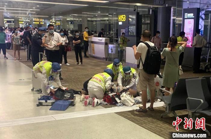 上海浦东机场成功抢救心跳呼吸骤停旅客