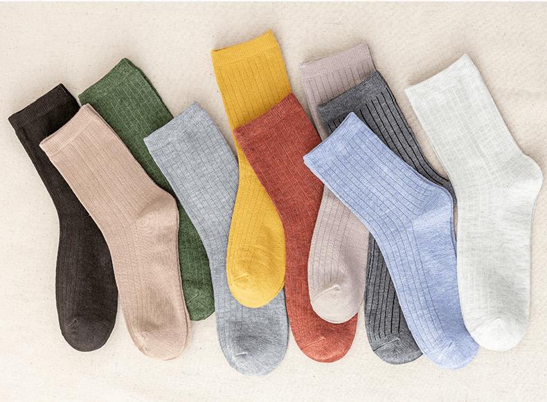 今年最流行的中筒袜,这样穿超显腿长,一双4块钱不到!