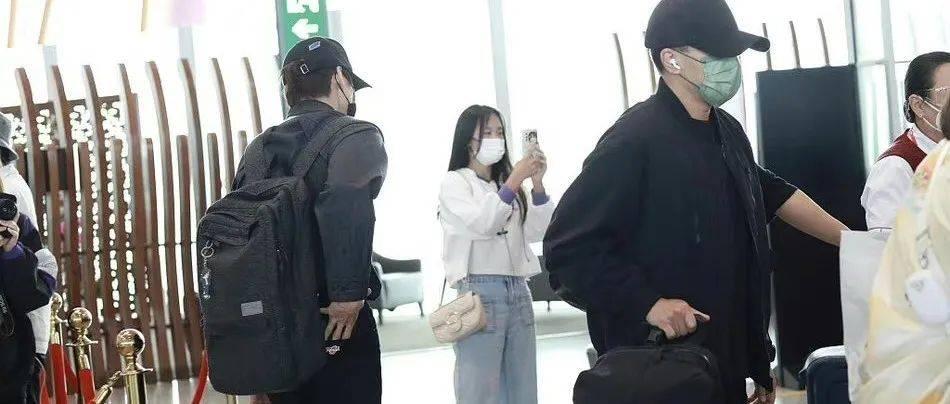 刘恺威魏大勋机场偶遇同框,两人全程无交流气氛尴尬!
