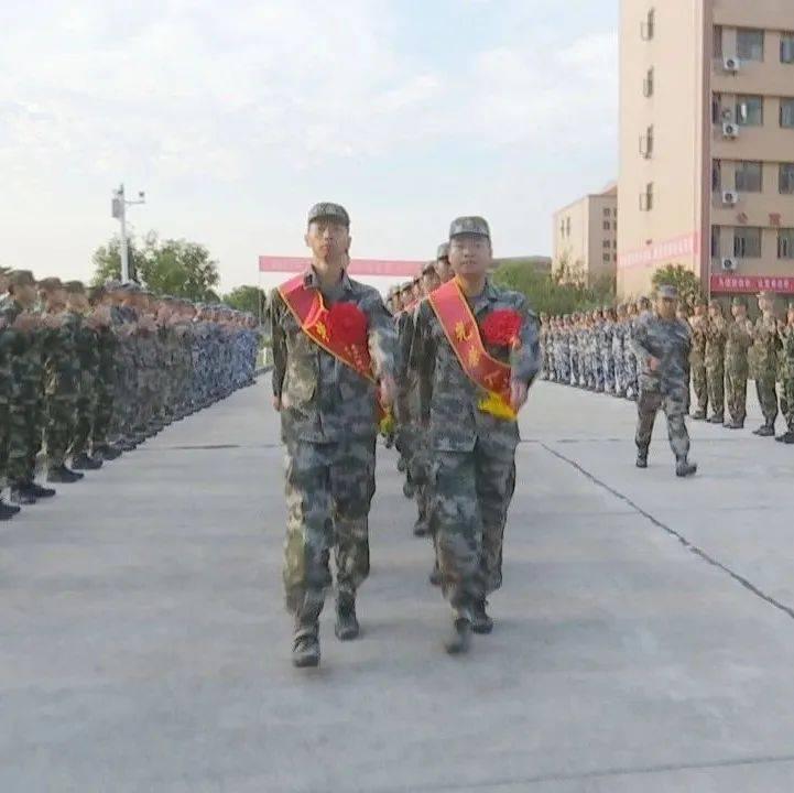 钟祥市102名入伍新兵启程奔赴军营