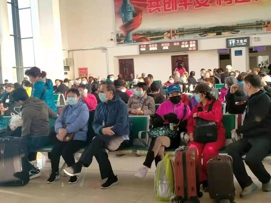 """""""环西部火车游·敬老号""""旅游专列开启国庆假期红色之旅"""