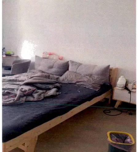 上海一女子睡梦中感觉有人掀被子,惊醒后开灯一看竟是小区保安