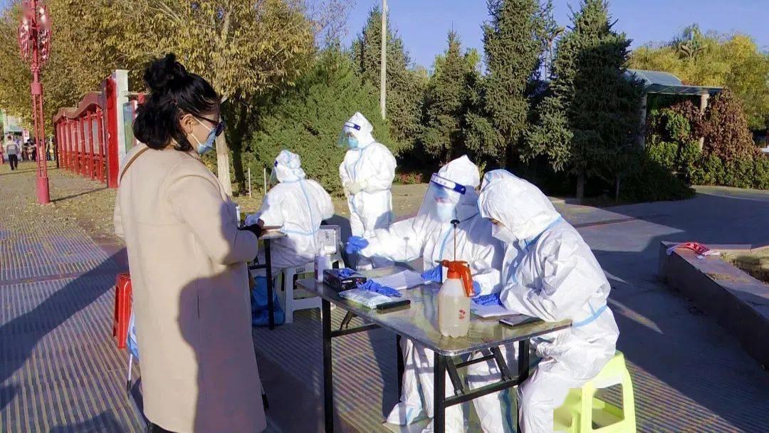 阿克塞县各社区组织干部群众核酸检测工作有序开展